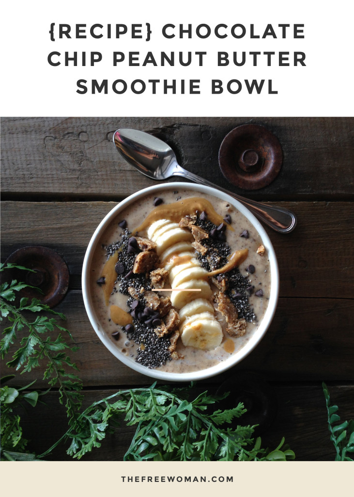 {Recipe} Chocolate Chip Peanut Butter Smoothie Bowl | thefreewoman.com
