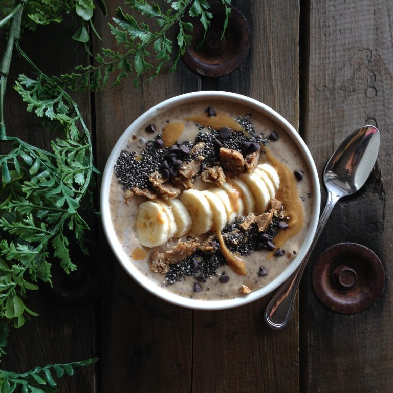 {Recipe} Chocolate Chip Peanut Butter Smoothie Bowl